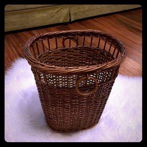 🦋2/$10 3/$15 4/$18 5/$20 Vintage Trash Basket